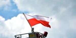 Elbląg: Ukrainiec wyrwał i znieważył polską flagę z Ronda Obrońców Birczy