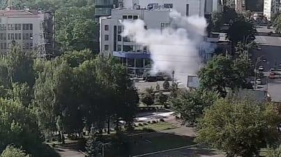 Eksplozja samochodu w Kijowie. Nie żyje oficer ukraińskiego wywiadu. Jest nagranie z monitoringu [WIDEO]