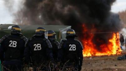 Polacy napadnięci przez imigrantów w Calais! Ledwie zdołali uciec