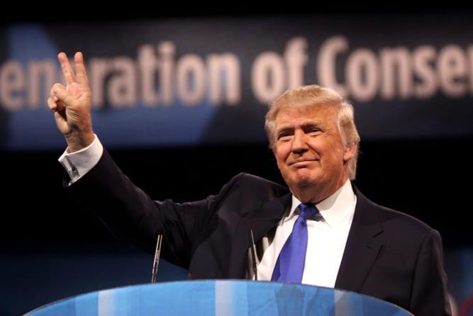 Donald Trump zażartował podczas spotkania z weteranami. Oskarżono go o… rasizm