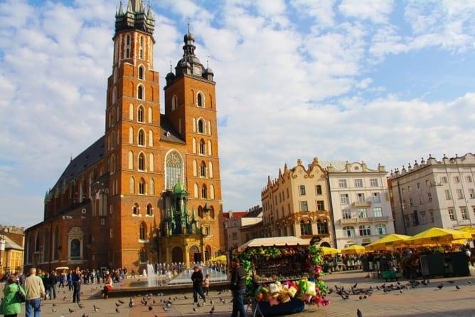 """Irlandczycy pobili kelnera i zdemolowali lokal w Krakowie! """"Rachunek był za wysoki"""""""