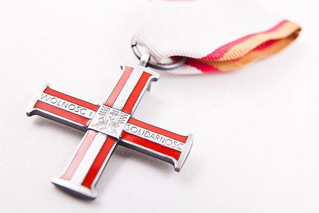 Bartyzel i Niesiołowski odznaczeni Krzyżem Wolności i Solidarności