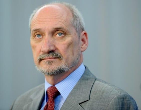"""Macierewicz skomentował zatrzymanie Bartłomieja M.: """"o. Rydzyk za niego poręczył"""""""