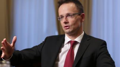 Szef węgierskiego MSZ pokazuje, jak rozmawiać z eurokratami