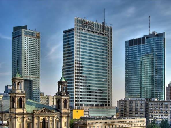 PILNE! W centrum Warszawy policja zatrzymała uzbrojonego Araba