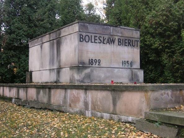 IPN chce dekomunizacji Cmentarza Wojskowego na Powązkach