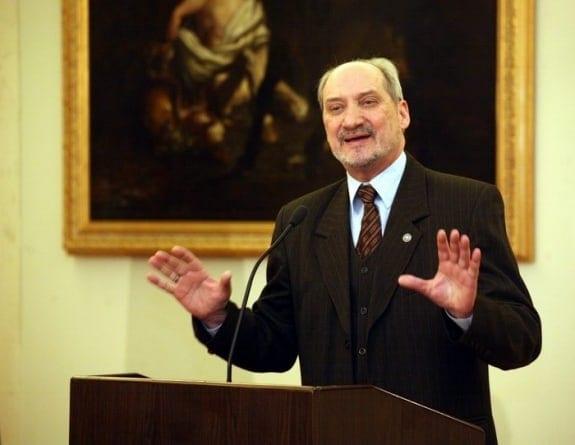 Macierewicz w szoku po ogłoszeniu partii o. Rydzyka? Jest komentarz