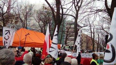 Pilne. Protest przed Sejmem. KOD i Obywatele RP w akcji [WIDEO]