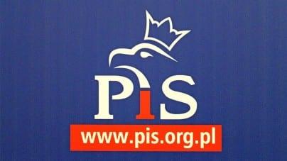 Radny z PiS w proteście odchodzi z partii. Zrobił to przez… Facebooka