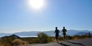 """Szwecja """"broni się"""" przed imigrantami – biegaczom będą towarzyszyć uzbrojeni policjanci"""
