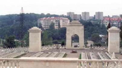 Polacy zatrzymani na Cmentarzu Orląt Lwowskich wrócili do Polski
