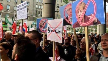 Relacja z manifestacji: Tusk, Timmermans, Soros – ręce precz od Polski! [WIDEO]