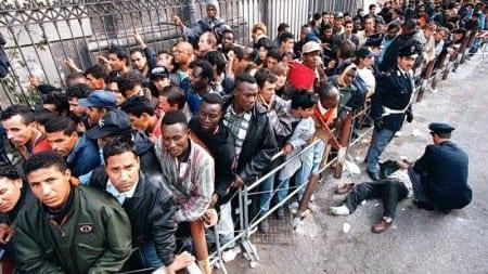 """Zamknięto strome uliczki i schody. Imigranci nie potrafią przeczytać… """"Uwaga ślisko"""""""