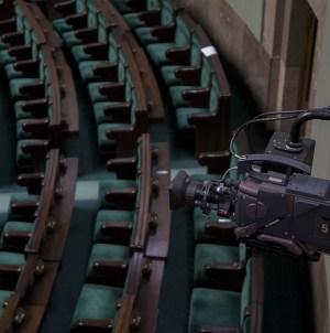 SONDAŻ: PiS na czele, Konfederacja w Sejmie, PSL pod progiem