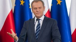 """Donald Tusk przewrotnie o czytaniu bajek przez Morawieckiego: """"Jest w tym naprawdę dobry"""""""