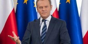 """Donald Tusk pokazał tajemniczy list i wyhaftowaną gwiazdę. """"Nie zapomnij o nas"""""""