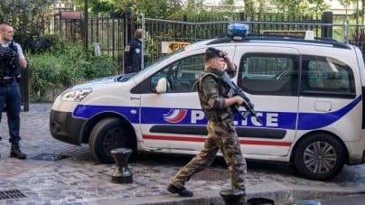 Arsenał broni w imigranckim getcie w Saint-Denis