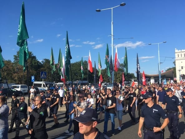 Ulicami Warszawy przeszedł III Marsz Zwycięstwa Rzeczypospolitej. Blokada podczas przemarszu [WIDEO]