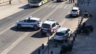 Marsylia: Zamachowiec wjechał furgonetką w wiaty przystankowe. Jedna osoba nie żyje
