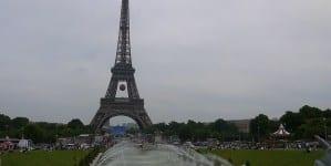 Paryż: Rowerzysta poderżnął gardło 50-latkowi. Przed atakiem zapytał czy ofiara mówi po arabsku