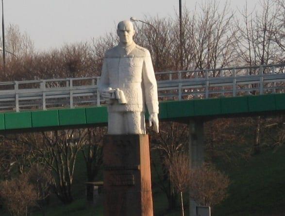 Zniszczono pomnik Zygmunta Berlinga