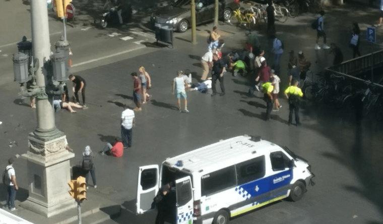 Zmarła kolejna ranna osoba po zamachu w Barcelonie. Bilans ofiar wciąż rośnie