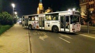 Władze Torunia blokują autobusami wjazd na teren festiwalu Bella Skyway [WIDEO]