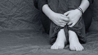Bestialski morderca zgwałcił małą dziewczynkę. Ciało wyrzucił w pobliskim krzaku
