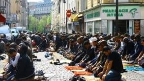 Muzułmańskie modlitwy przed… posiedzeniem Rady Miasta
