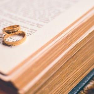 Niecodzienny ślub. Papież pobłogosławił małżonków na pokładzie samolotu [WIDEO]