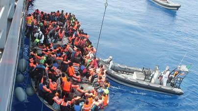 Libijski okręt oddał strzały ostrzegawcze do statku NGO transportującego imigrantów