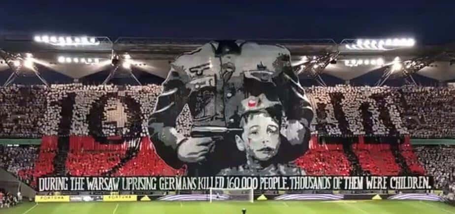 Kibice Legii Warszawa zaprezentowali oprawę upamiętniającą Powstanie Warszawskie