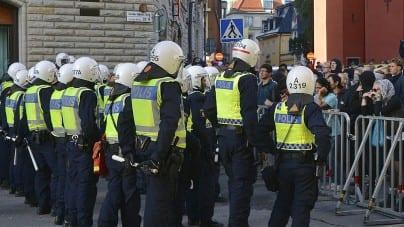 Szwecja: Dziesiątki policjantów ochraniają strajk nielegalnych imigrantów