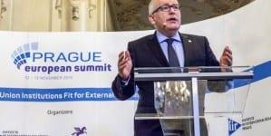 Timmermans zapowiada walkę o obalenie władz Węgier i Polski
