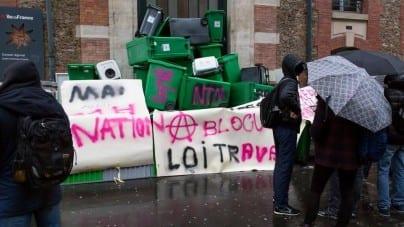 """Kim są """"blokusy""""? Młodzi Francuzi terroryzują szkoły [+FOTO, WIDEO]"""
