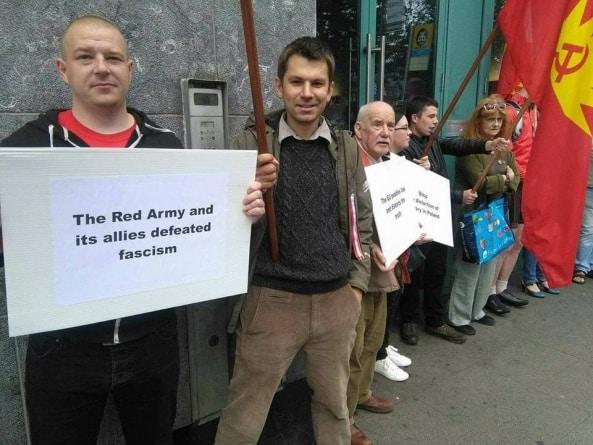 """Mówią ,,nie"""" dekomunizacji w Polsce. Protest irlandzkich i polskich komunistów"""
