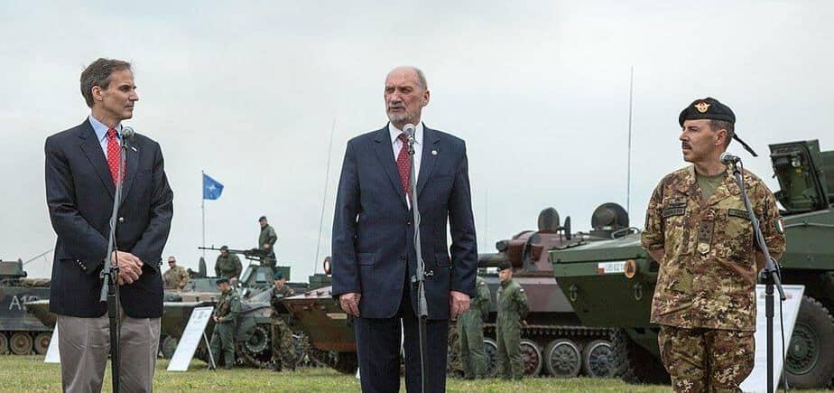 Powstanie nowa partia na prawicy? Fakt: W jej szeregach Macierewicz, Pięta i Misiewicz