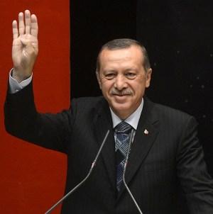 """Erdogan naśmiewa się z Macrona: """"Sprawdź, czy nie jesteś w stanie śmierci mózgowej"""""""
