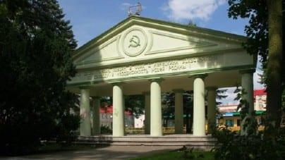 Trzcianka: demontują Mauzoleum Armii Czerwonej