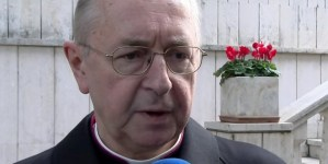Abp Gądecki: Surowe obostrzenia w kościołach redukują Święta do zakupów