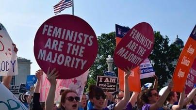 Feministyczna sztuka zdjęta z afisza ponieważ… wyklucza kobiety z penisami