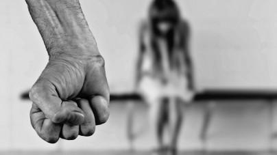 73-latka pomogła imigrantowi i przygarnęła go do domu. W nagrodę udusił ją prawie na śmierć