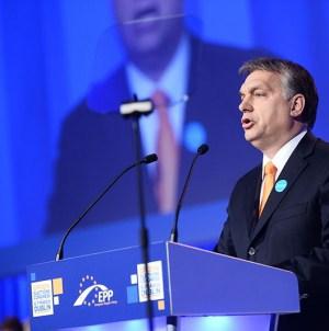 """Viktor Orban: """"Niebezpieczeństwo pochodzi z Zachodu, z polityki Brukseli, Berlina i Paryża"""""""