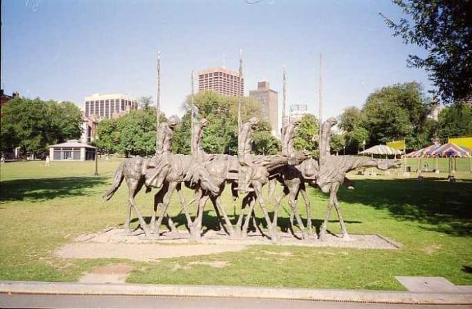 Lewacy z Antify zniszczyli polski pomnik w USA