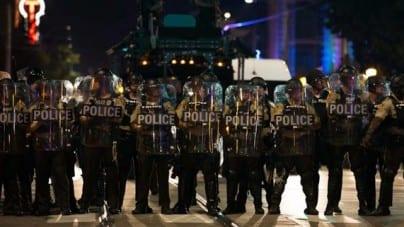 Saint Louis – trwają zamieszki po uniewinnieniu policjanta