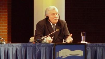 """Wałęsa dziękuje Unii Europejskiej za… ataki na Polskę! """"Za twardą i męską decyzję"""""""