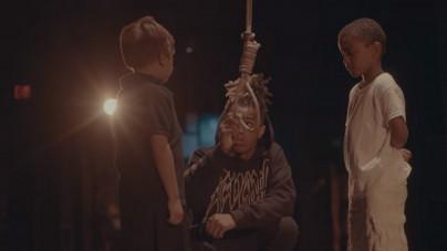Czarnoskóry raper wiesza białe dziecko w swoim teledysku! Internauci wzburzeni [WIDEO]