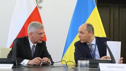 """Marszałek Senatu przekazuje Ukraińcom sprzęt medyczny i chwali za """"obronę Europy"""""""