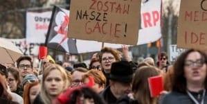 """Poznański prawnik o czarnym proteście: """"Ładne laski idą na dyskotekę, a brzydkie na demonstracje"""""""