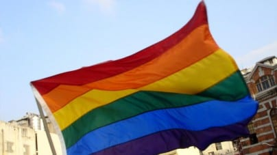 """Polacy mówią """"nie"""" wspieraniu LGBTQ+ przez komercyjne firmy"""